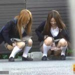 ギャル女子校生が所構わず野外放尿する動画