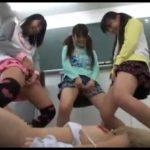 3人娘が女の子を虐めておしっこをぶっ掛けます