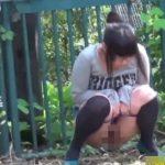 おしっこしそうな女の子を尾行して野外放尿した瞬間を激撮【無修正】