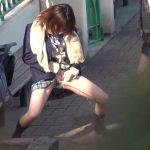女子校生達の野外おしっこ遊びに怒るどころか癒される