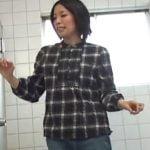 トイレでお漏らしした女の子がパンティーや床を掃除する姿が切なくてエロい