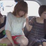 【無修正】ドライブ中に女の子が車内でタッパやコップにおしっこするぞ