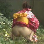 野ションしている所をレイプされる浴衣姿の女の子