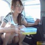 車の中でおしっこお漏らししそうになって、タッパに放尿した女【無修正】