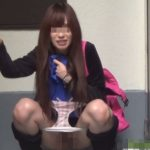 「撮らんといて、どっか行ってよ」と言いつつも野外放尿が止まらない関西弁の姉ちゃん【無修正】