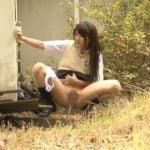 女子校生の大胆な野外放尿が満載な動画