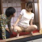 縁側で放尿させられ、びしょ濡れマンコを舐められて感じる若妻【栗山香純】