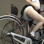 女子校生がお漏らししたまま自転車へ・・・サドルびしょ濡れでめちゃエロです