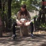 ノーパン娘が公園で野ション☆【無修正】
