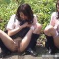 田舎の女子校生は下校中に土手で放尿するんだよ!!