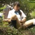 女子校生が下校中に階段でM字放尿