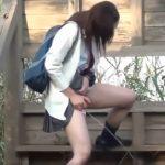 女子校生が下校中に楽しそうに野ションしてるよ【無修正】