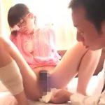 怪我で入院したロリ少女にセクハラ診療、そして目の前で検尿させるエロ医者