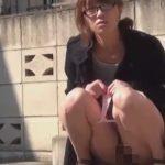 野外放尿を見られた時の女のリアクション【無修正】