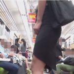 電車内で尿意を我慢してるOLさんのトイレ駆け込み放尿【無修正】