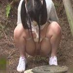 楽しいキャンプのはずが、野外放尿したばっかりに女の子が襲われしまいます