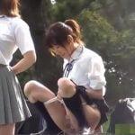 青春時代は何をしても楽しいよね、女子校生がオシッコ遊びでワイワイやってるよ【無修正】