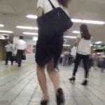 """電車に乗ってる時点で""""おしがま""""してるOLを尾行しトイレで爆尿盗撮【無修正】"""