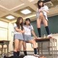 女子校生の容赦ない聖水プレイにフル勃起