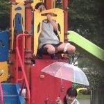 女子校生「傘にオシッコが当たってんだけど~、ウケる~」