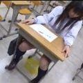 女子校生とOLが、おしっこお漏らしするストーリーのエロ動画