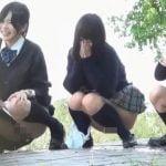 なかよし女子校生3人組の野外放尿連れション