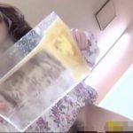 美女たちがプラスチック容器に放尿、たっぷり溜まりました♩【無修正】